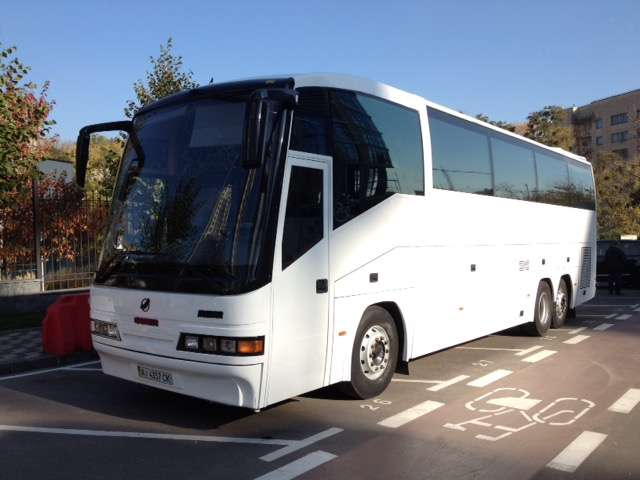 avtobus-mercedes v arendu